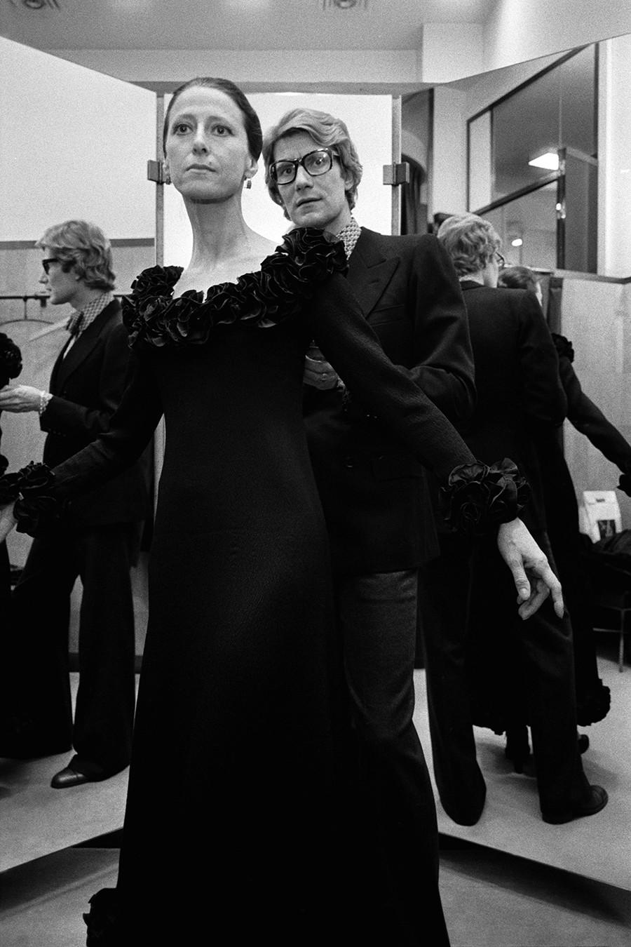Lo stilista Yves Saint Laurent con la ballerina russa Maya Plisetskaya, 1971