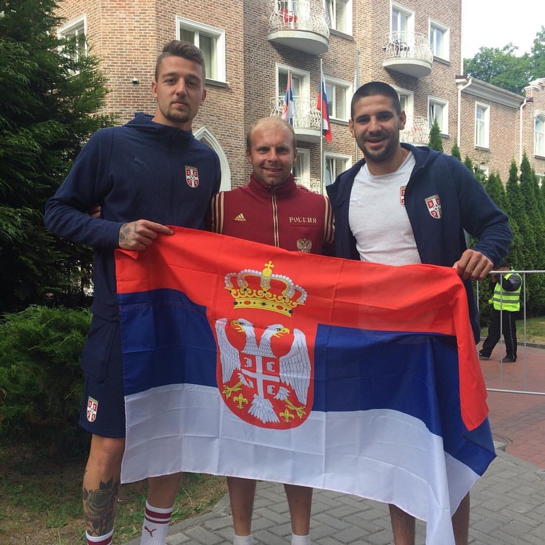Тренер Јевгениј у средини