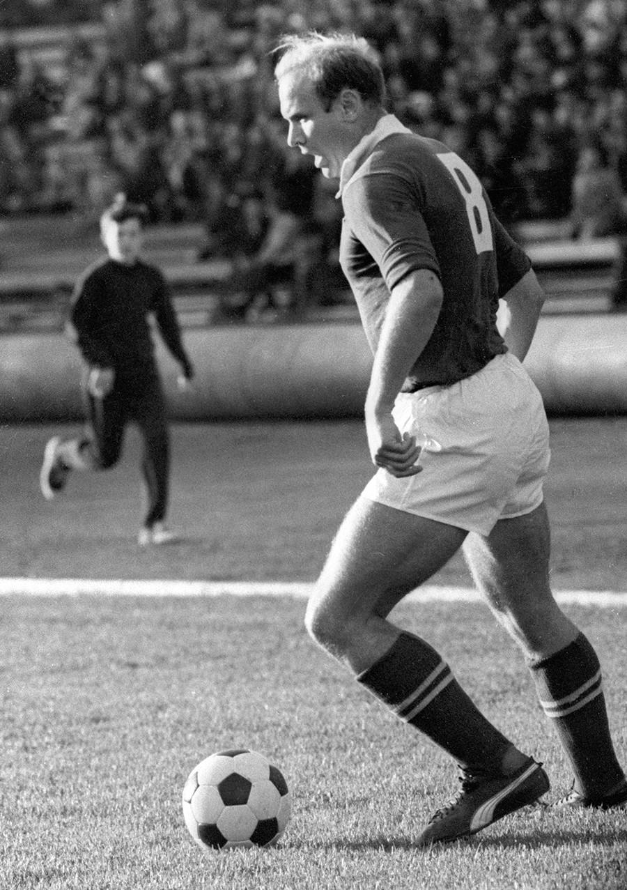 """Едуард Стрељцов, нападач совјетског клуба """"Торпедо"""" (Москва), 1964."""