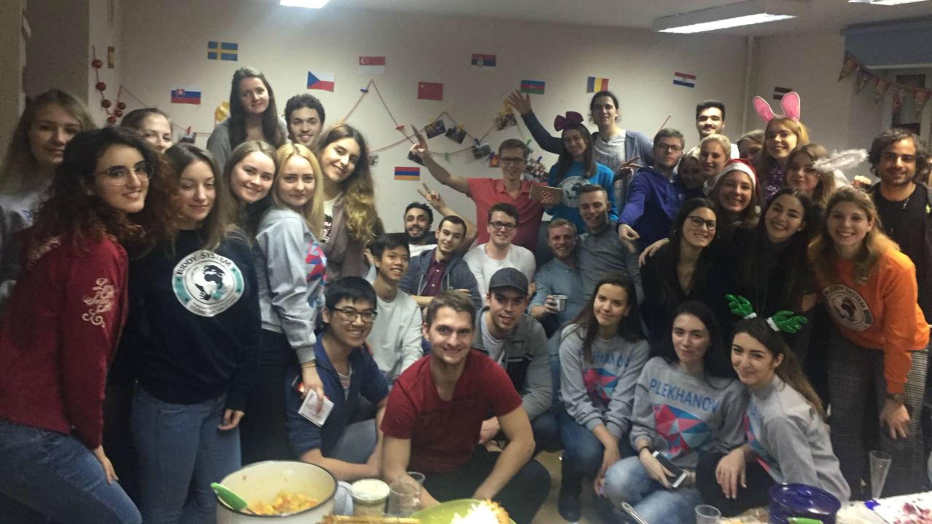Les étudiants internationaux de Plekhanov dans la salle commune de l'obchejitie
