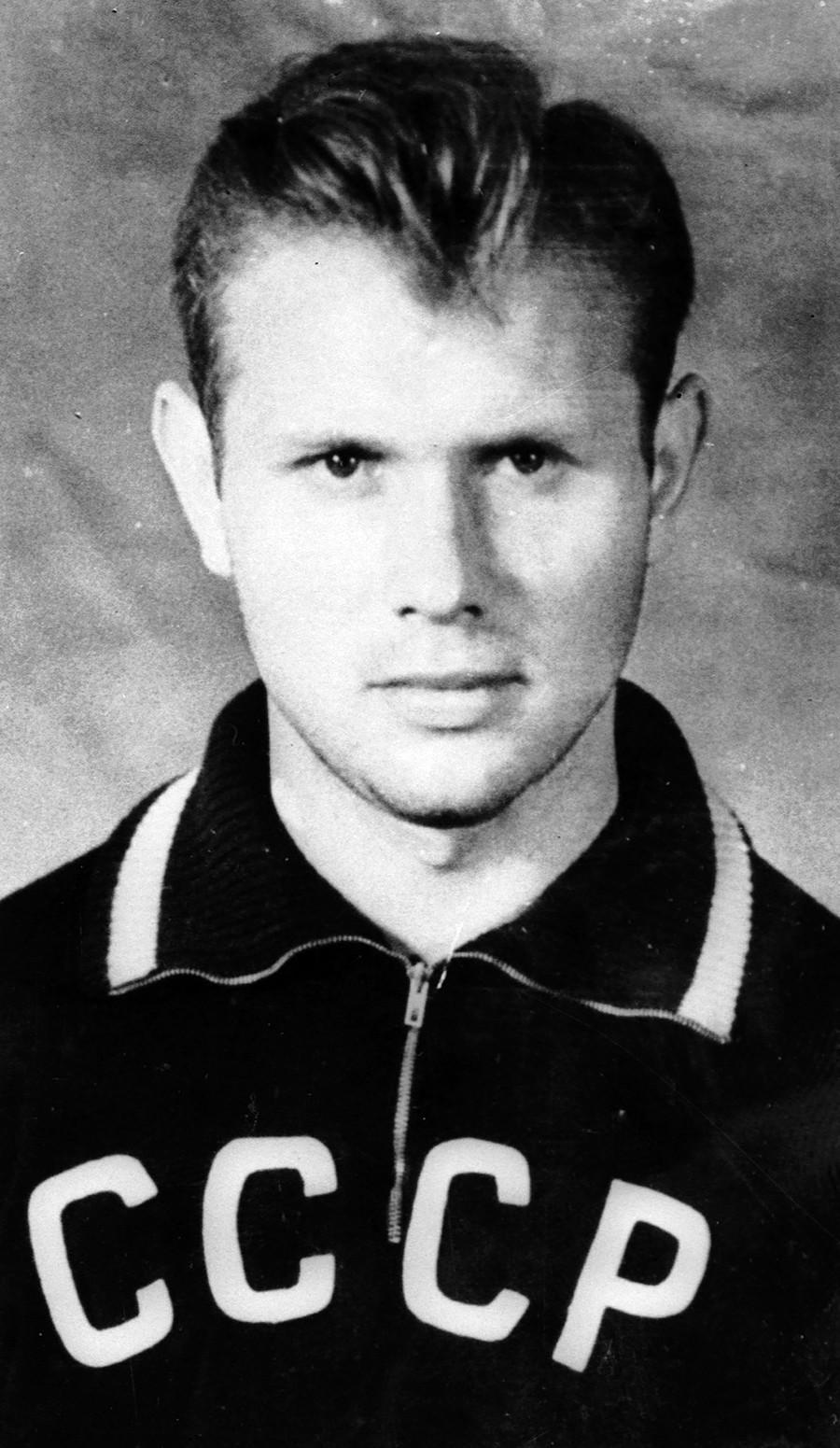 Eduard Streltsov dengan tim nasional Uni Soviet.