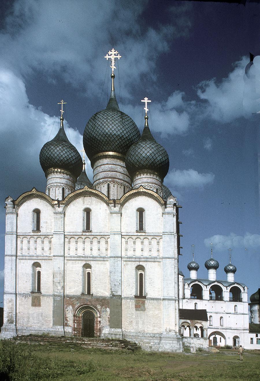 ウスペンスキー聖堂と鐘楼。西側の景観。1995年6月28日。
