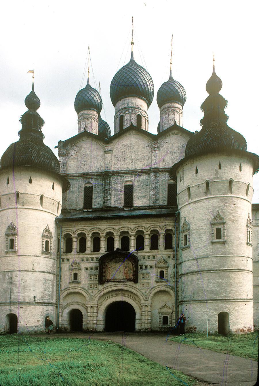 復活教会(北門の上方)。北の景観。1987年8月7日。