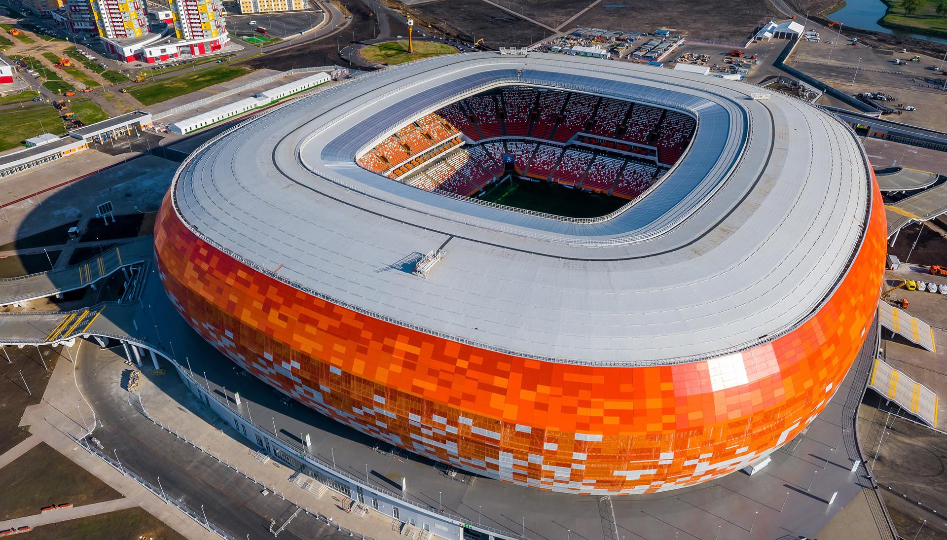 Stadion v Saransku. Mesto z okoli 300.000 prebivalci ima stadion s 45.000 sedeži, ki ga bodo po prvenstvu zmanjšali za potrebe drugoligaškega kluba.