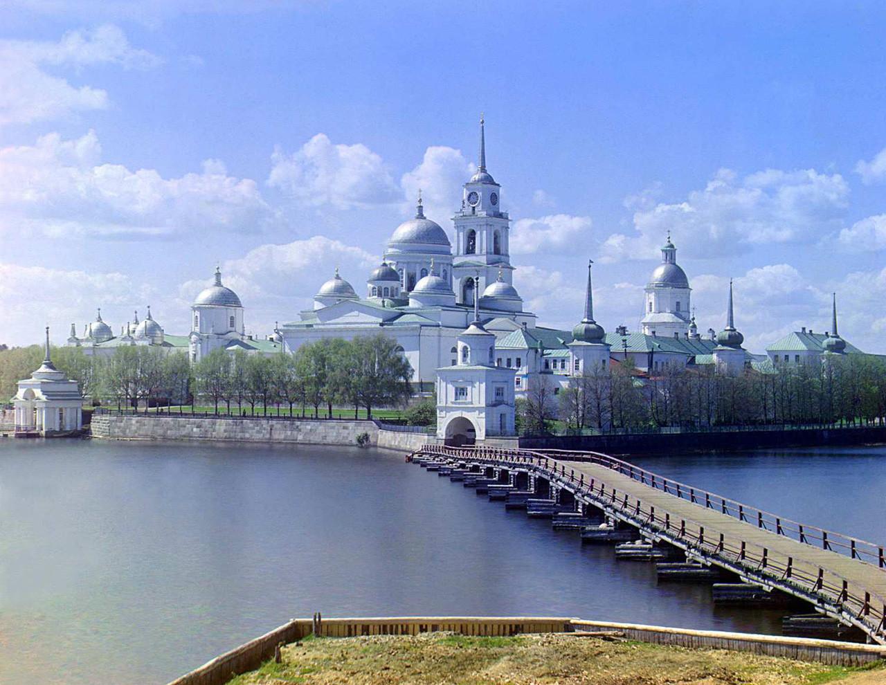 El monasterio Nílov situado en la isla de Stolobni en la región de Tver en Rusia.