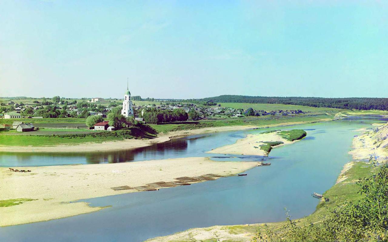 Vista del río Volga y de la ciudad de Zubtsov.