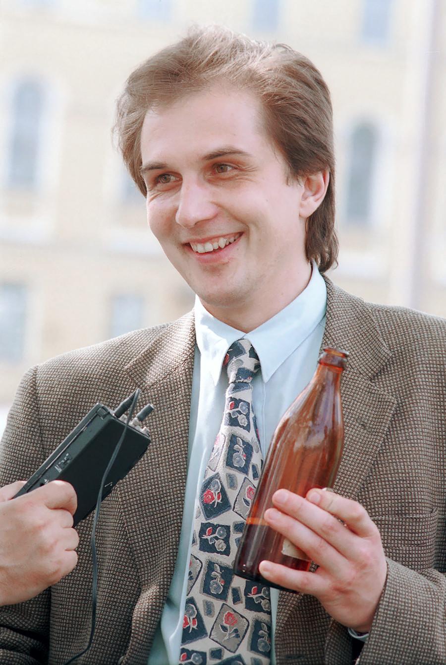 O secretário-geral do Partido dos Amantes de Cerveja, Kalatchev, em 1995 em Iaroslávl.