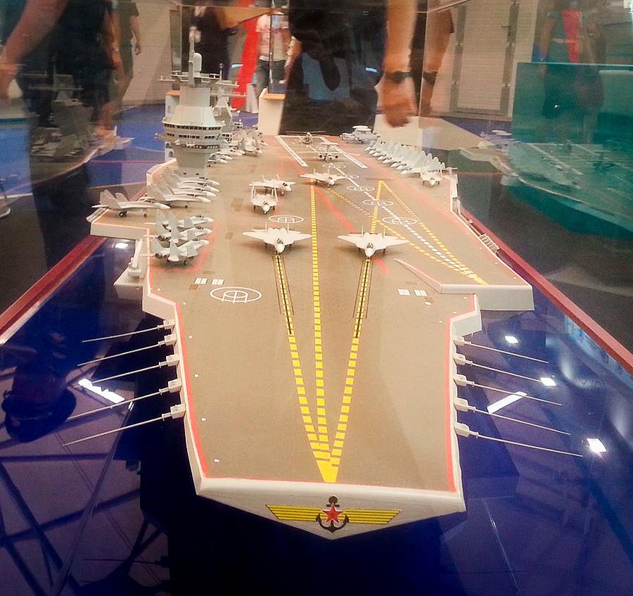 """""""Шторм"""" ће бити направљен као класичан носач авиона, што значи да на палуби неће бити додатног наоружања осим ловаца и бомбардера. Брод ће штитити читава ескадра ратних бродова и подморница."""