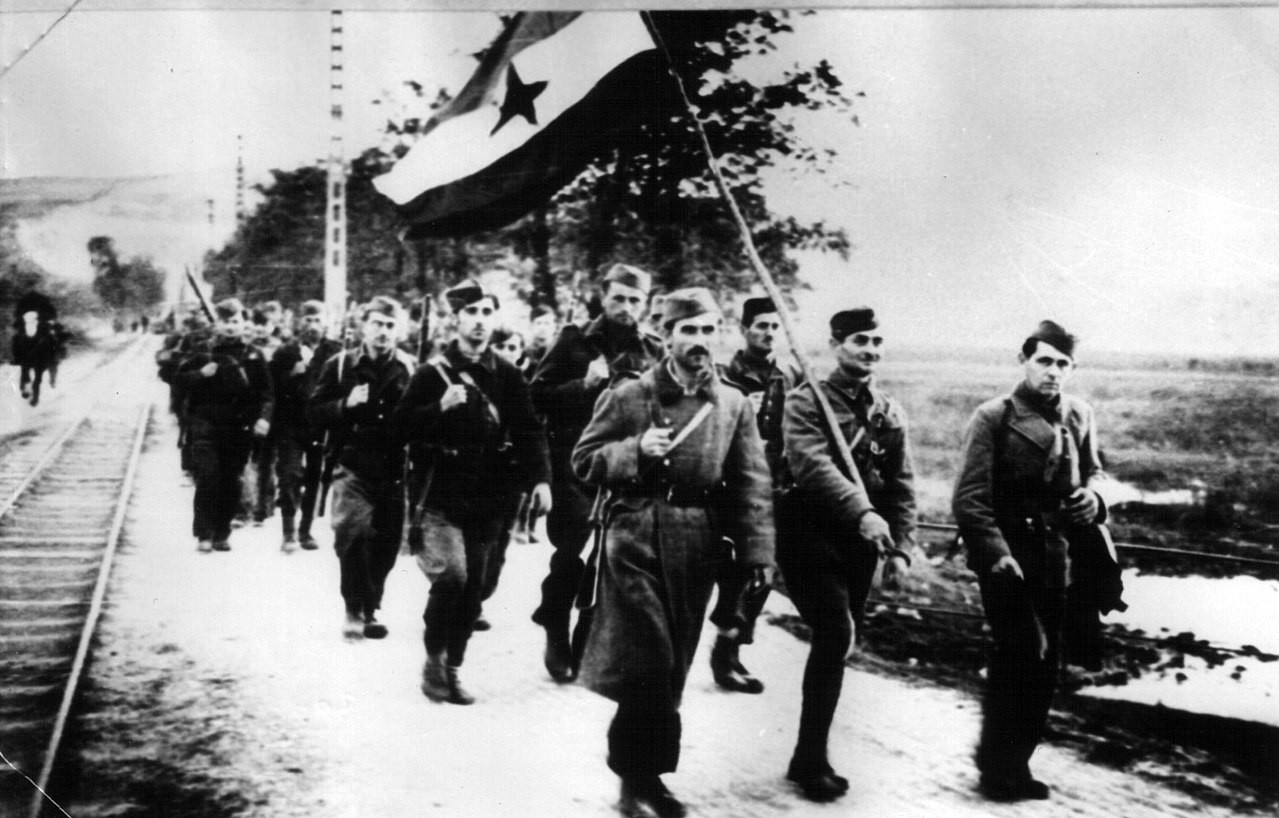 Jugoslovanske partizanske enote v osvobojenem Novem Sadu, oktober 1944.