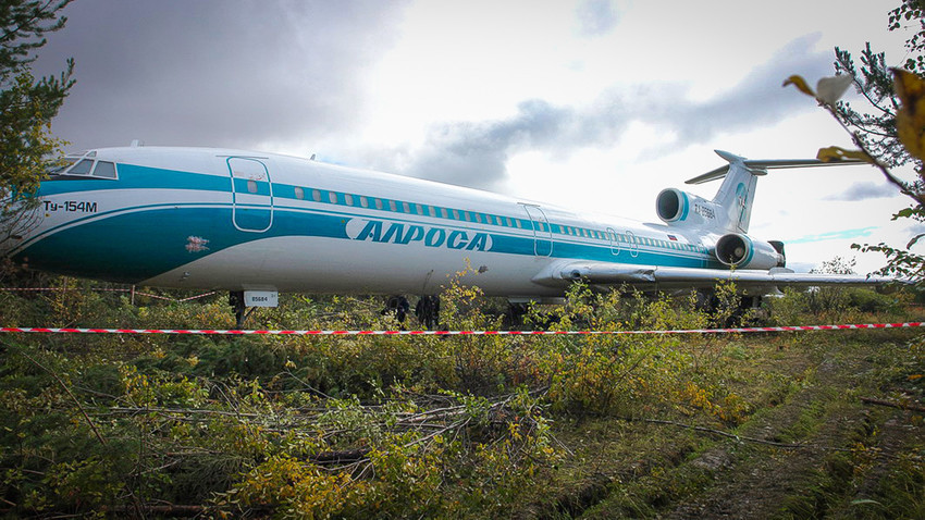 Патничкиот авион Тупољев-154 по принудното слетување.