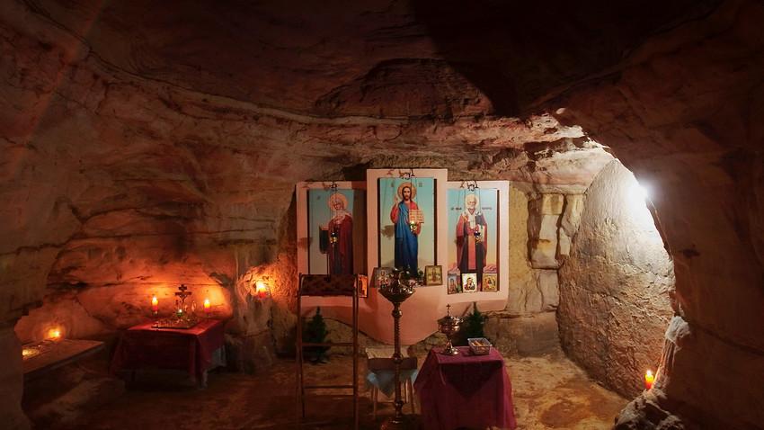 Подземна капела у пећини.