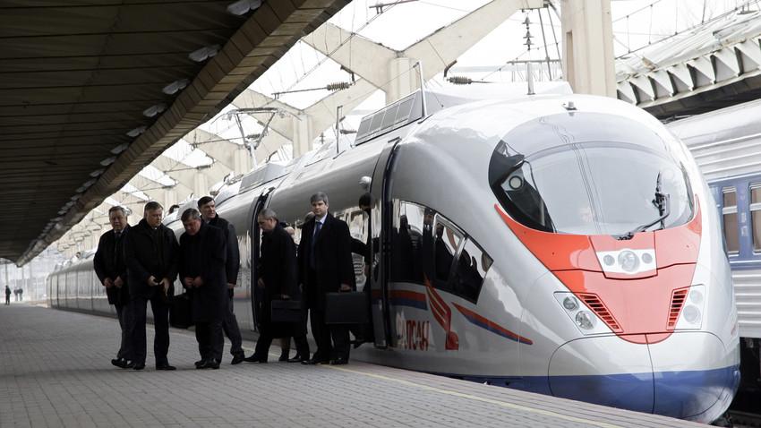 Kereta berkecepatan tinggi SAPSAN tiba di Stasiun Leningradsky, Moskow, dari Sankt Peterburg.