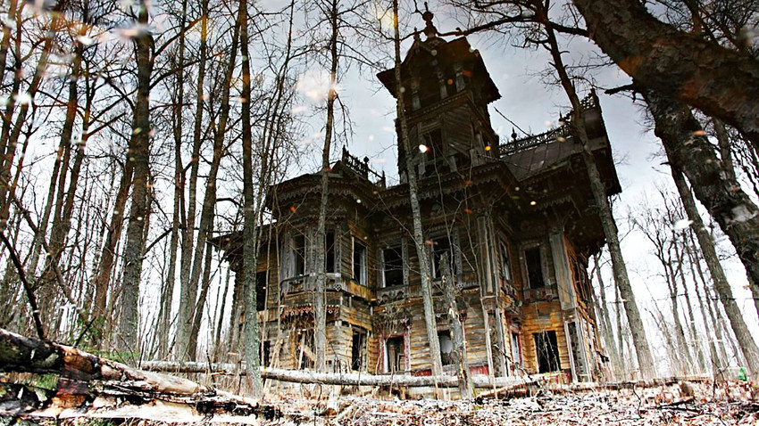 Abandoned Chamber in Chukhloma.