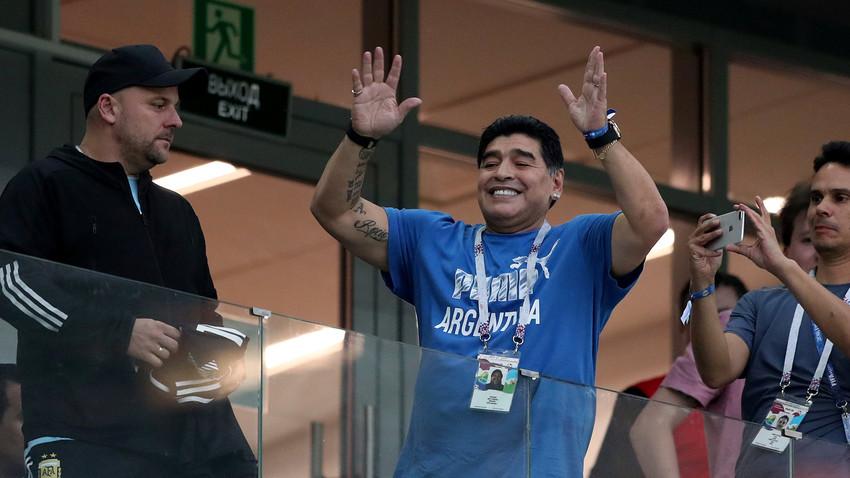 Дијего Марадона, ватрени навијач на утакмицама репрезентације Аргентине.