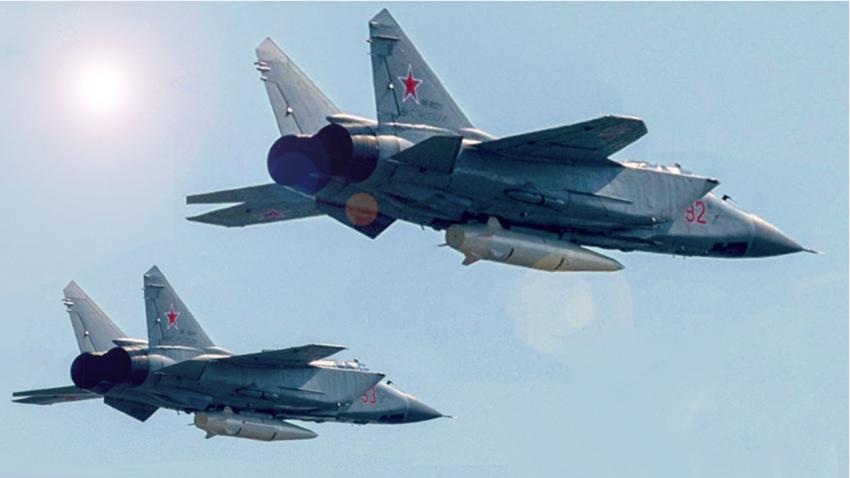 Lovca prestreznika MiG-31K, oborožena z raketami Kinžal