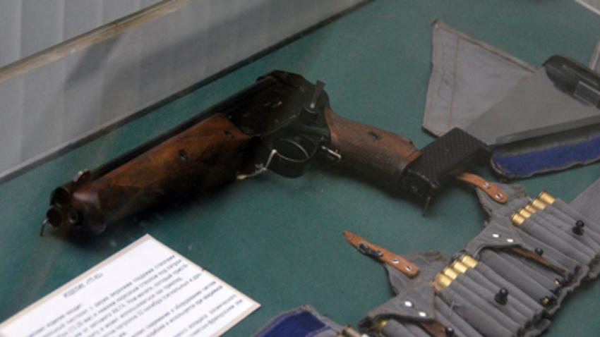 Огнестрелното оръжие на космонавта е много екзотична комбинация от няколко елемента