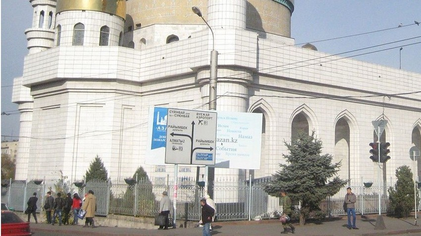 Almaty, Kazahstan, napisi v cirilici