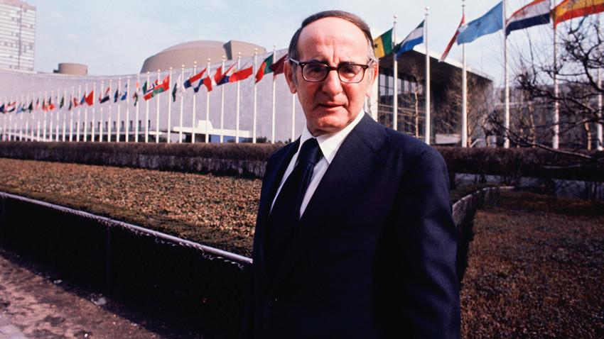 John Scali dari ABC TV, seorang pria yang, bersama penduduk Soviet, membantu menyelamatkan dunia pada 1962.