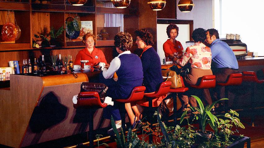 Bar no Hotel Intourist, em Moscou, em 1974