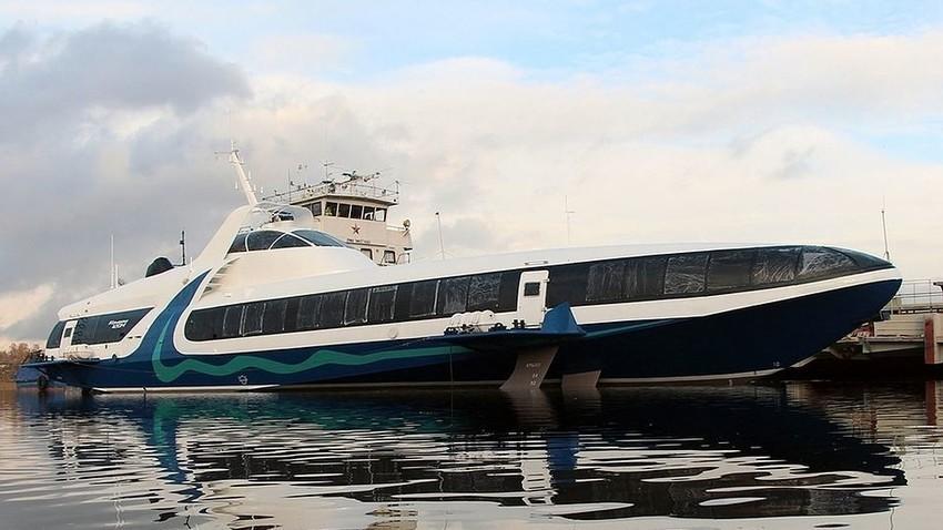 """""""Kometa"""" – morski putnički brod s podvodnim krilima."""