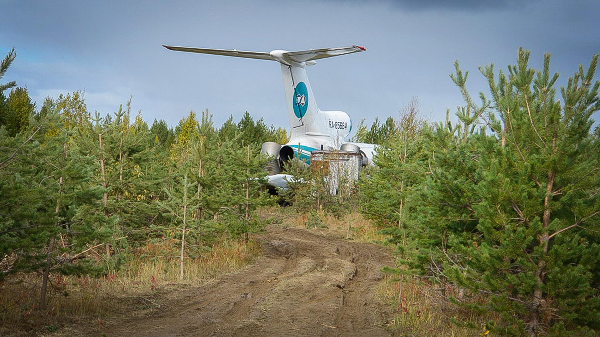 Патничкиот авион Тупољев-154 по принудното слетување на аеродромот во Република Коми.