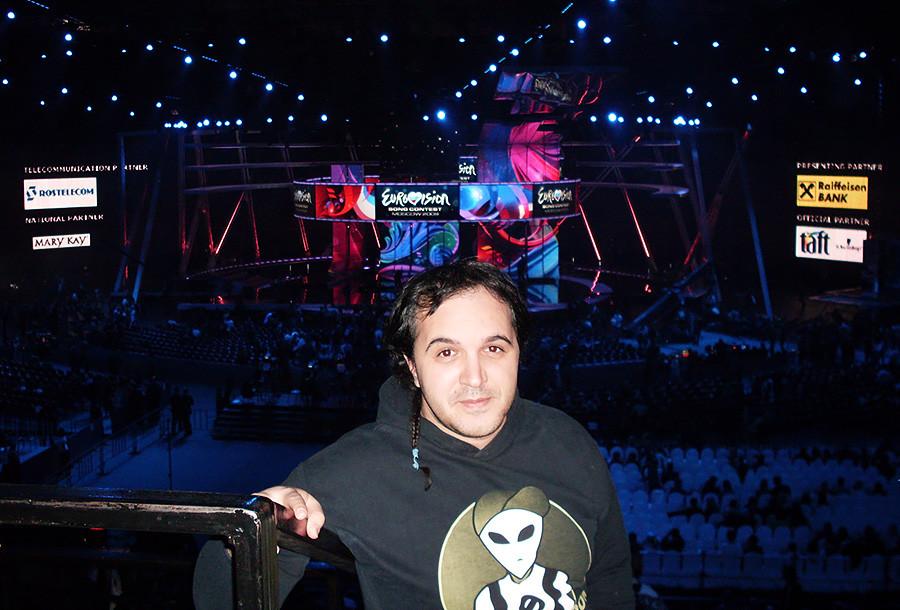 Assistindo ao festival de música Eurovisão em Moscou, em 2009.