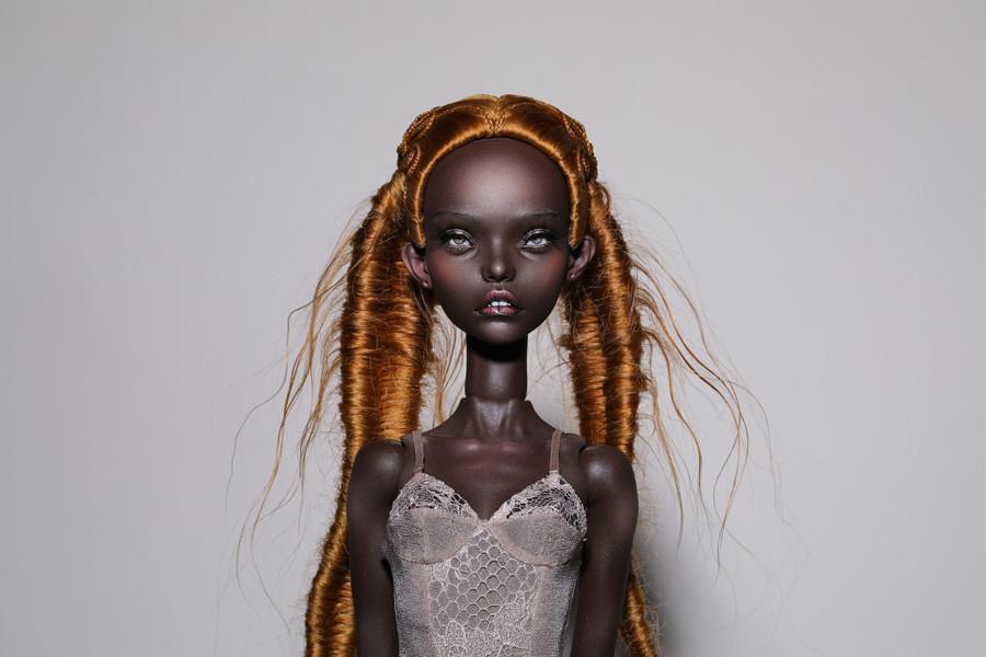 限定商品のプリントを作るのにイングリッド・バールスにインスピレーションを与えた人形