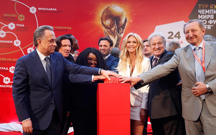 Victoria pada upacara pengumuman tur piala Piala Dunia FIFA™ di Stadion Luzhniki, Moskow, 2017.