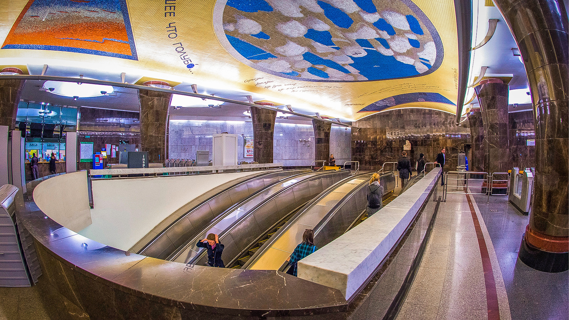 20 Moscow metro stations ranging from beautiful to