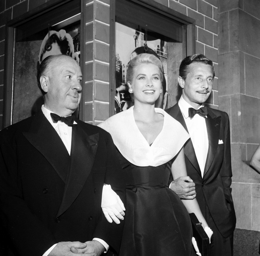 Alfred Hitchcock, Grace Kelly et Oleg Cassini à Los Angeles en 1954