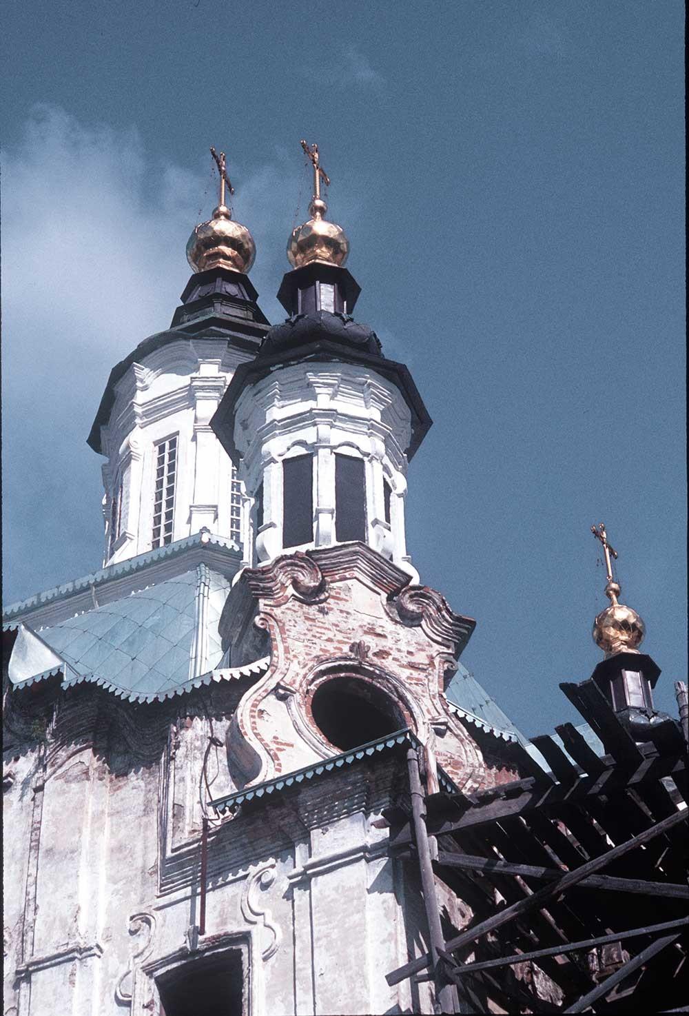 Church of Sts. Zacharias&Elizabeth. Decorative details on southeast corner. August 31, 1999.