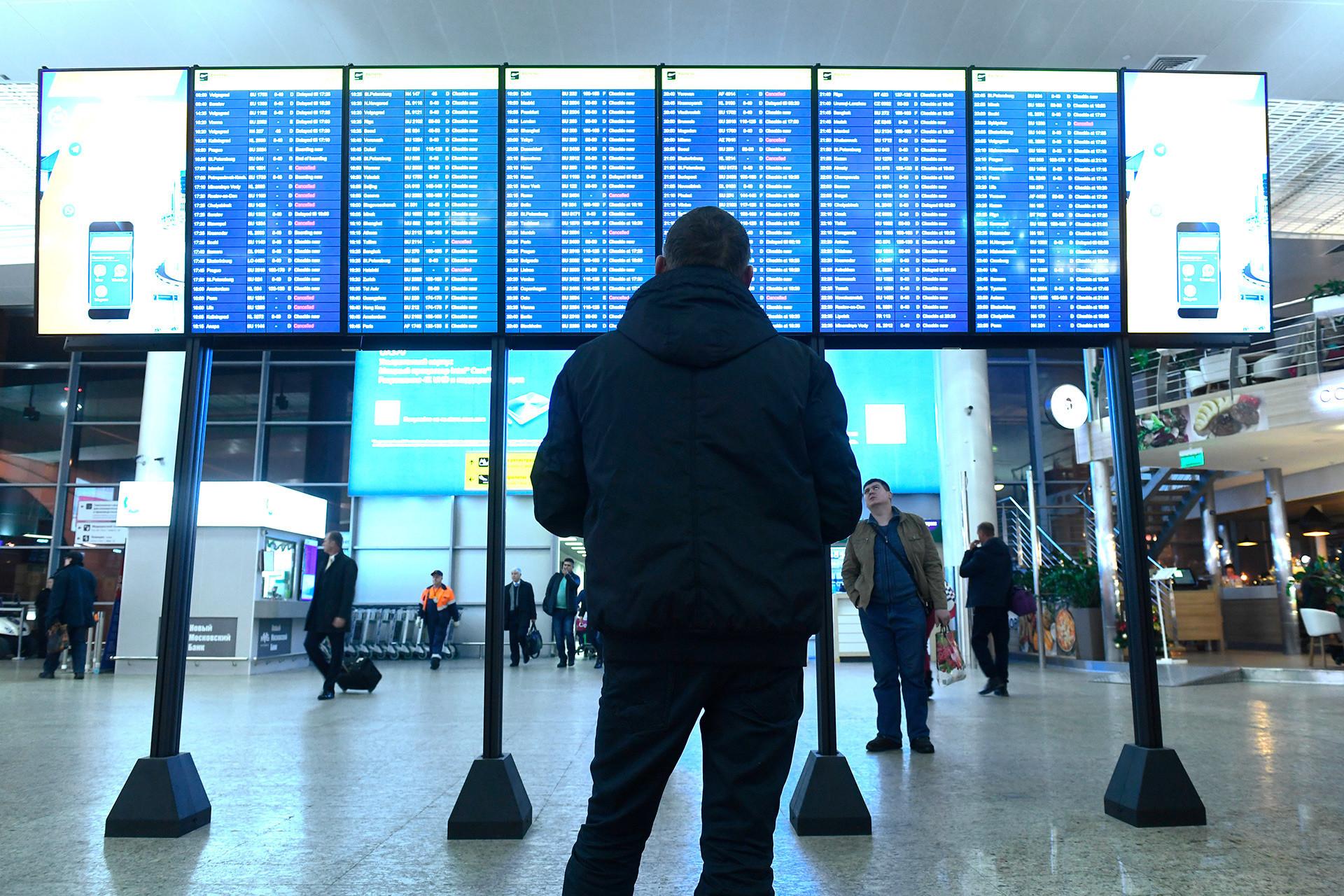 Jika pembatalan penerbangan mengganggu tujuan perjalanan Anda, maskapai harus mengganti semua tiket Anda.
