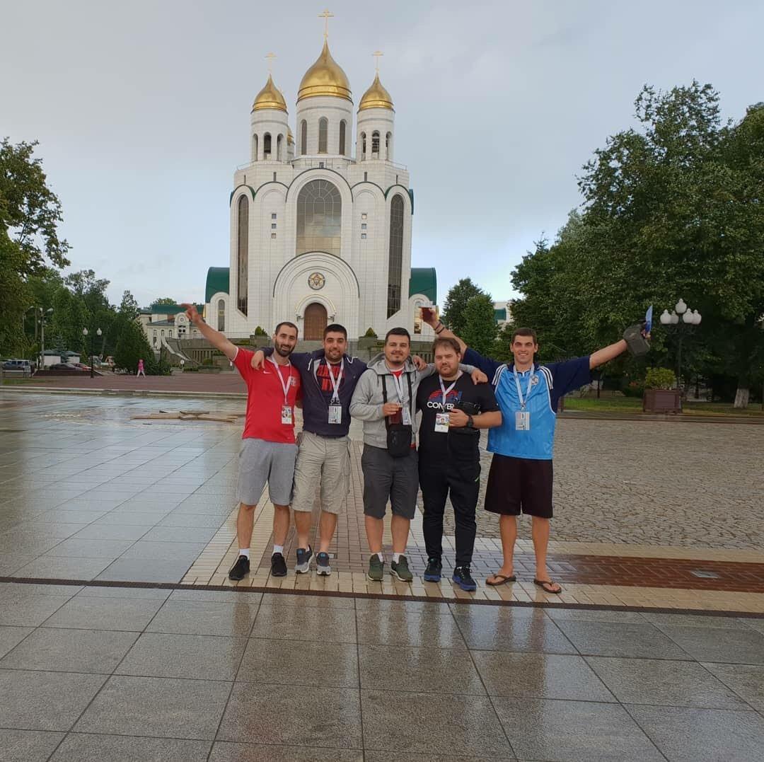 Дејан Лале (лево) са друговима у Калињинграду