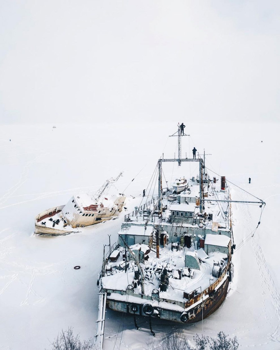 氷に閉じ込められた。クロンシュタットの船、レニングラード州