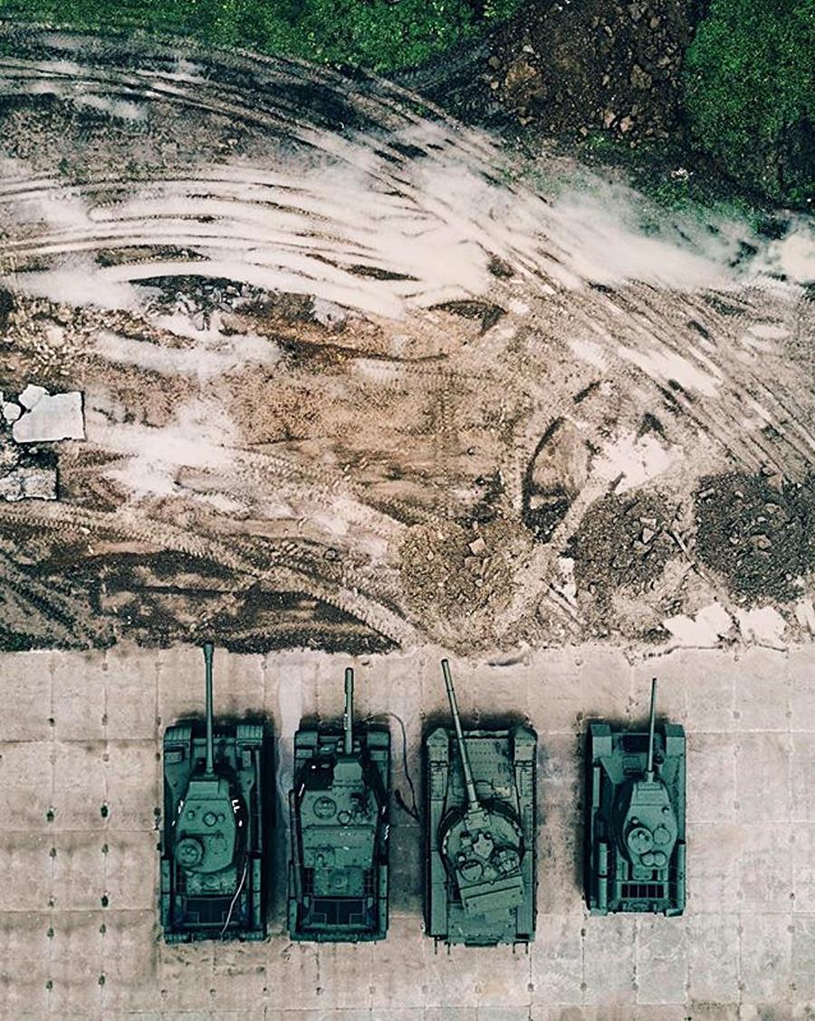 砲撃された。モスクワ州にある使用されなくなった戦車