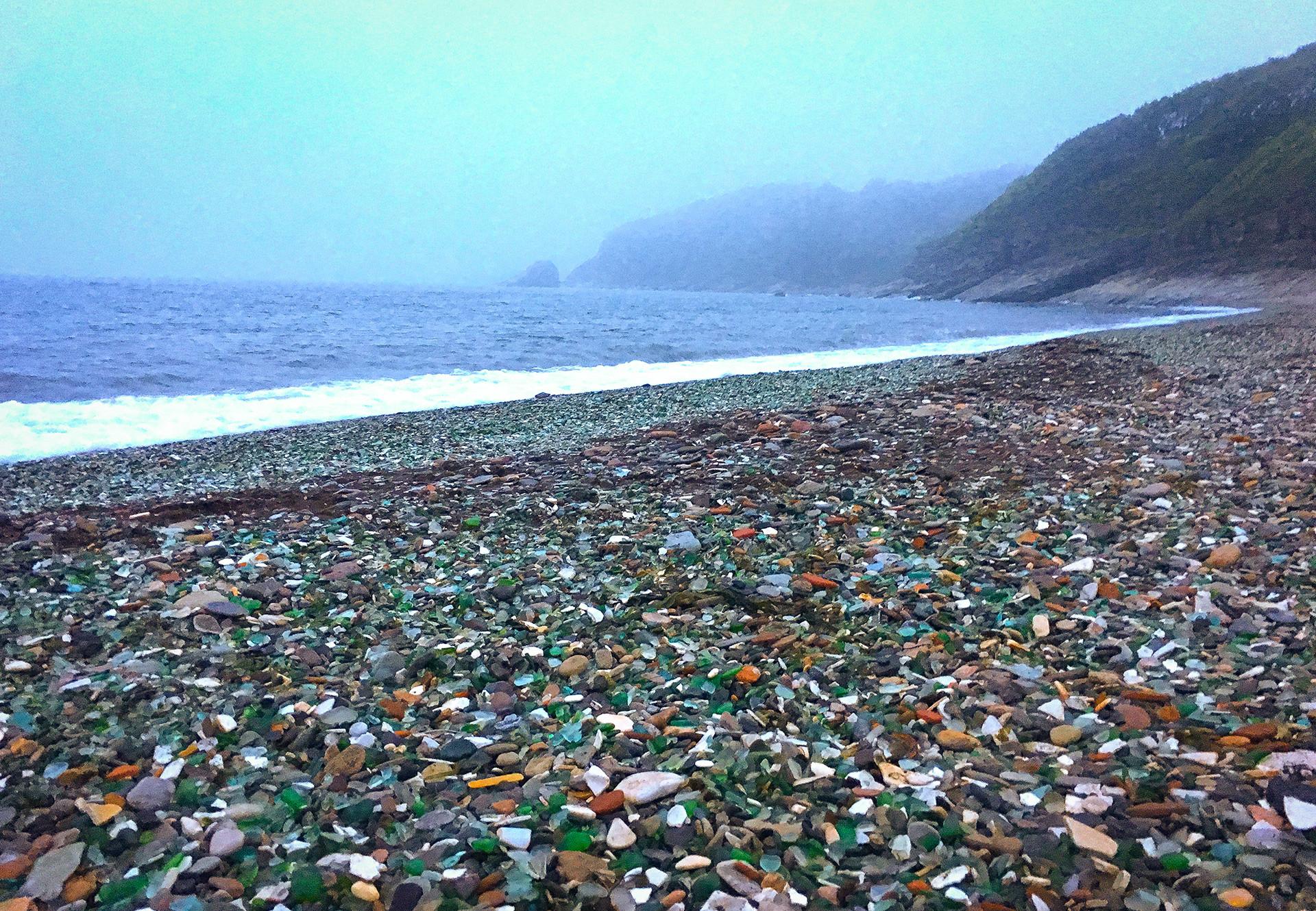 Стаклена плажа.
