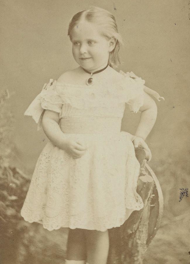 Alexandra Fjodorowna, die zukünftige russische Zarin, im Alter von 3 Jahren