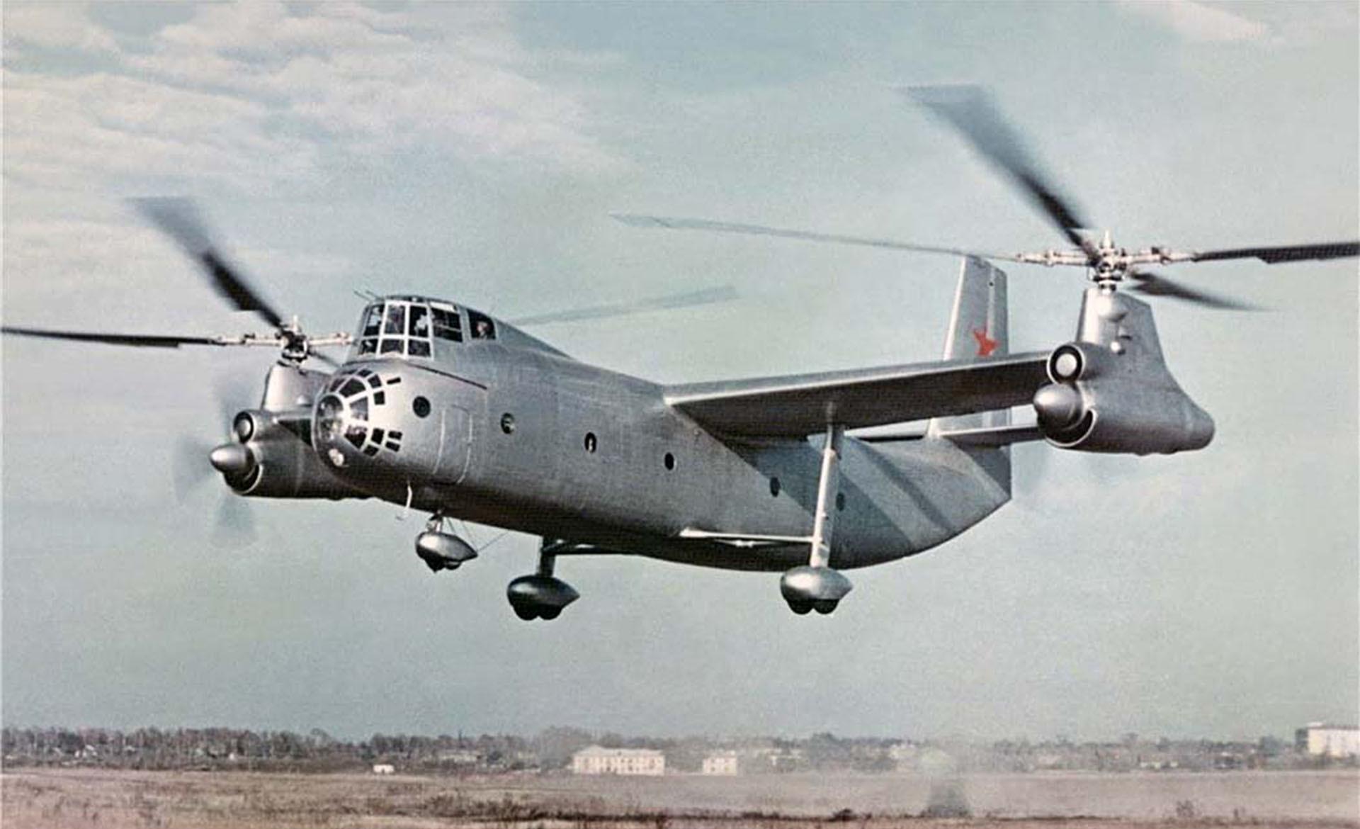 El Ka-22 soviético, construido para transportar misiles balísticos tácticos, podía acelerar hasta 356,3 km/h,
