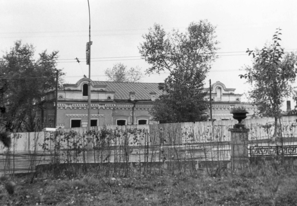 Das Ipatjew-Haus hinterm Zaun, September 1977