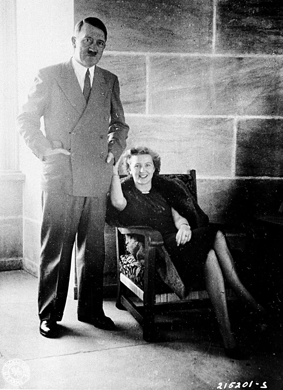 Adolf Hitler poses with Eva Braun, his wife for just a day. (Photo was taken long before the events described in this article).