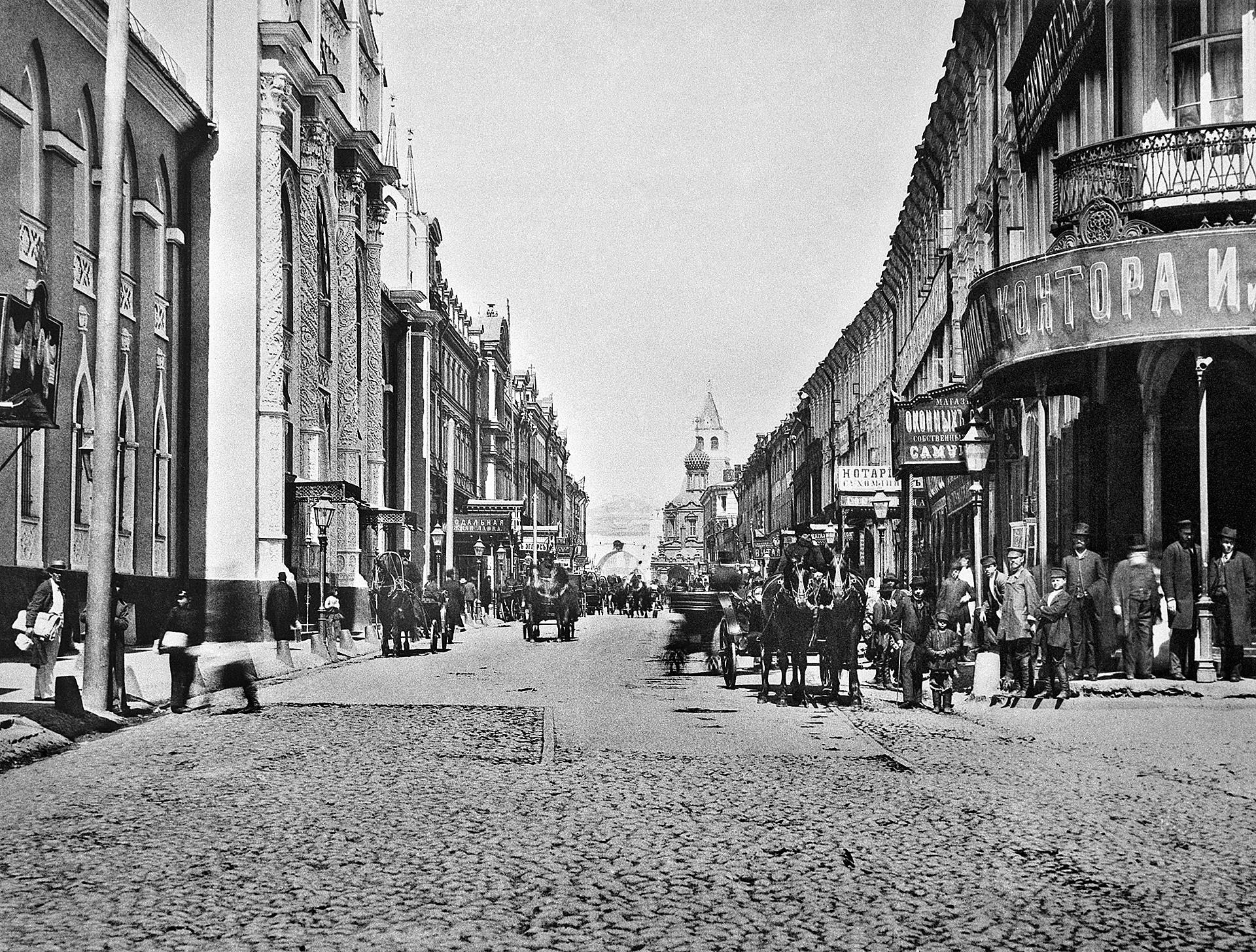 ニコリスカヤ通り、1886年。