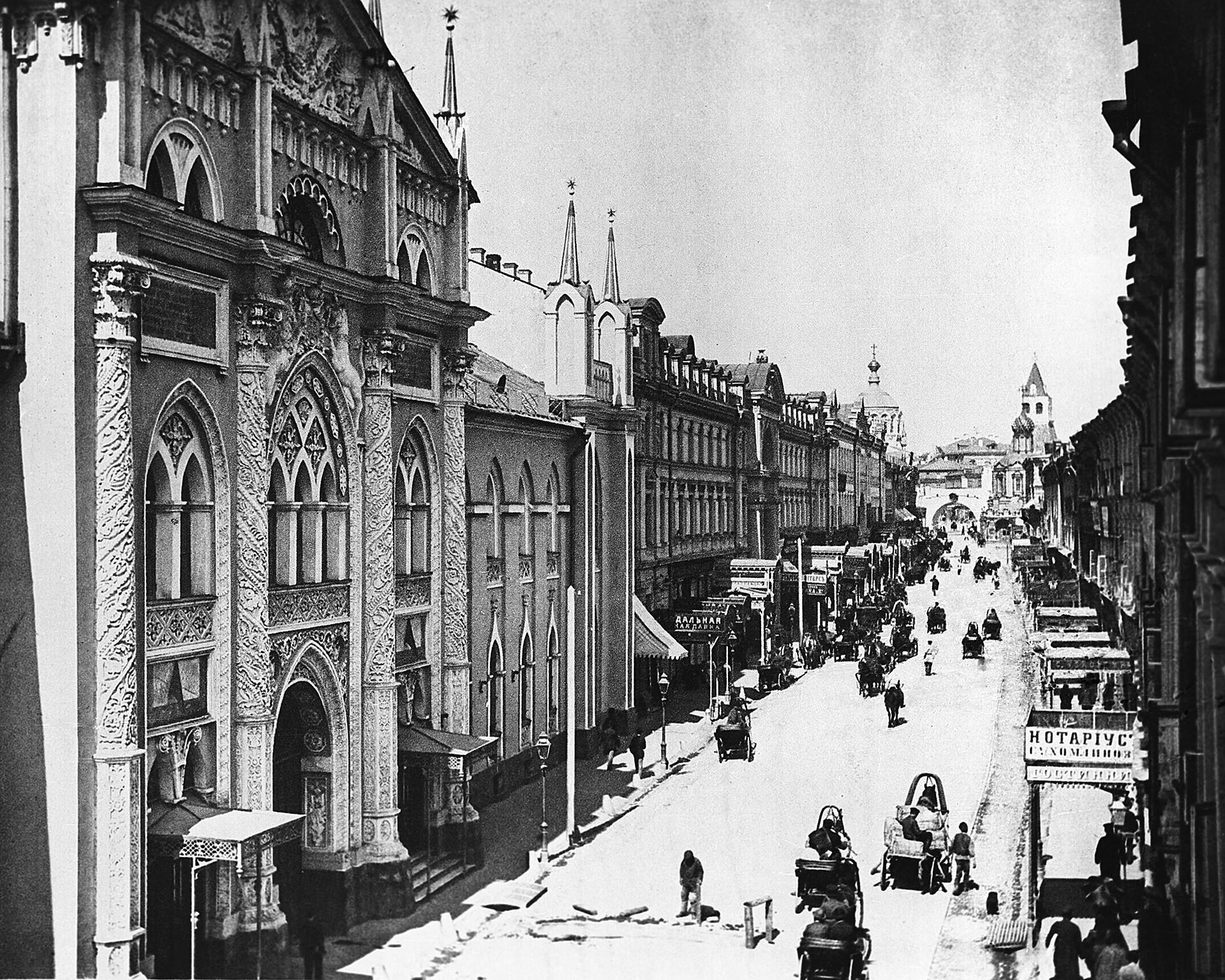 20世紀の初めのニコリスカヤ通り。