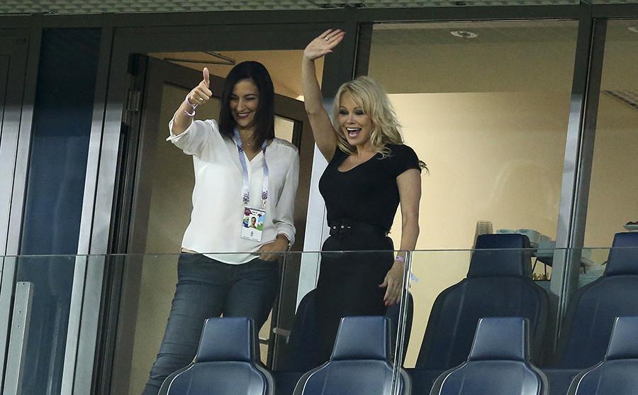 Pamela Anderson (right)