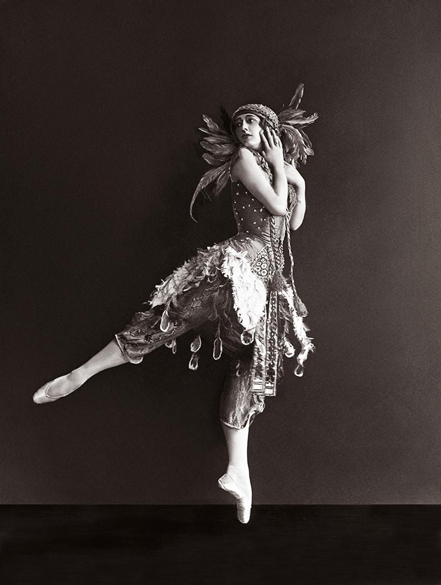 Tamara Karsavina nel ruolo di Zhar-Ptitsa (L'uccello di fuoco), 1911