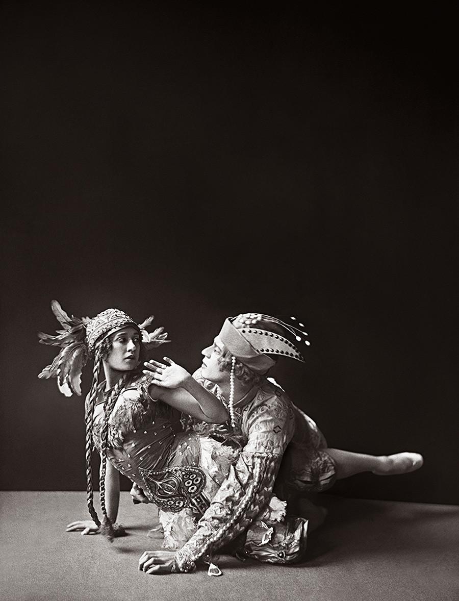 Tamara Karsavina nel ruolo di Zhar-Ptitsa e Adolf Bolm nel ruolo di Ivan lo Tsarevich, 1911