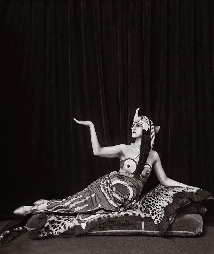 Lyubov Chernysheva interpreta Cleopatra, 1918