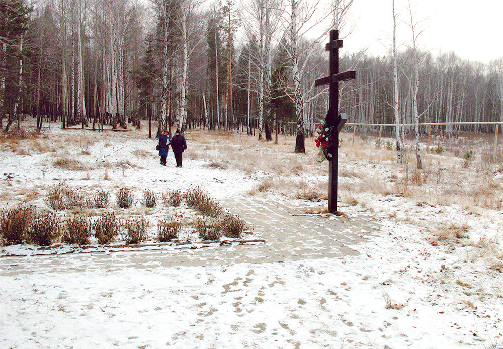 Spomenik Romanovim na stari Koptjakovski cesti v okolici Jekaterinburga