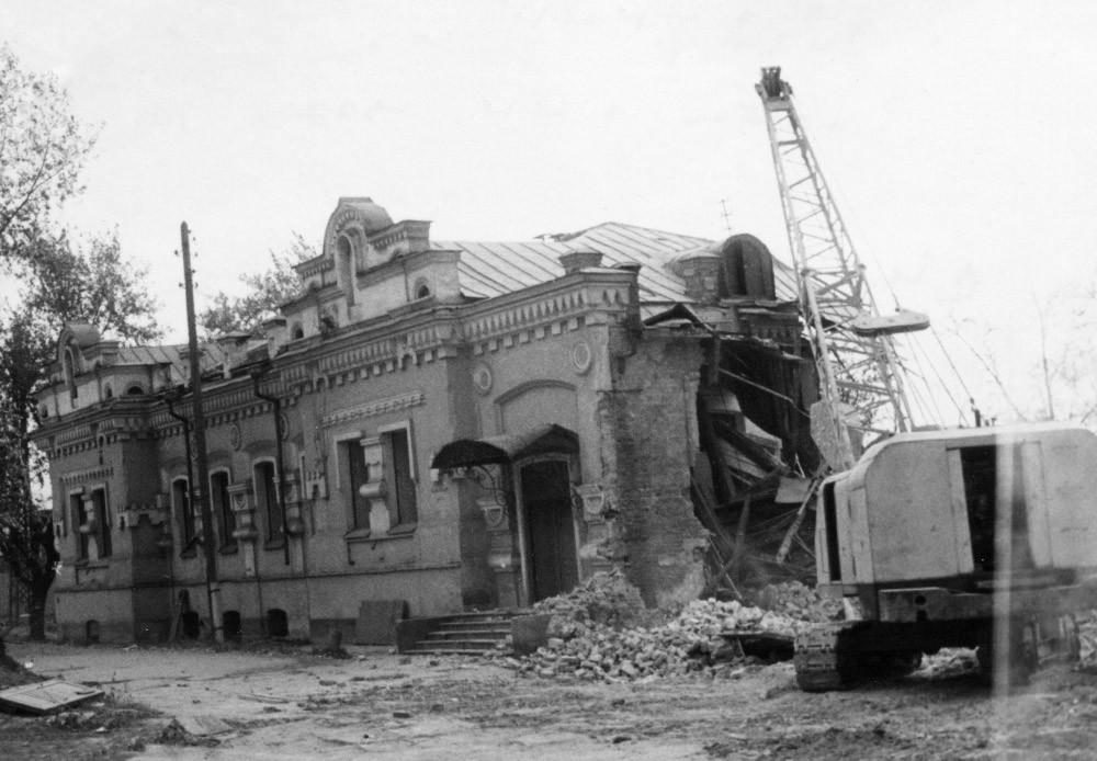 Slikovno pričevanje rušenja Ipatjeve hiše v Sverdlovsku (Jekaterinburg)