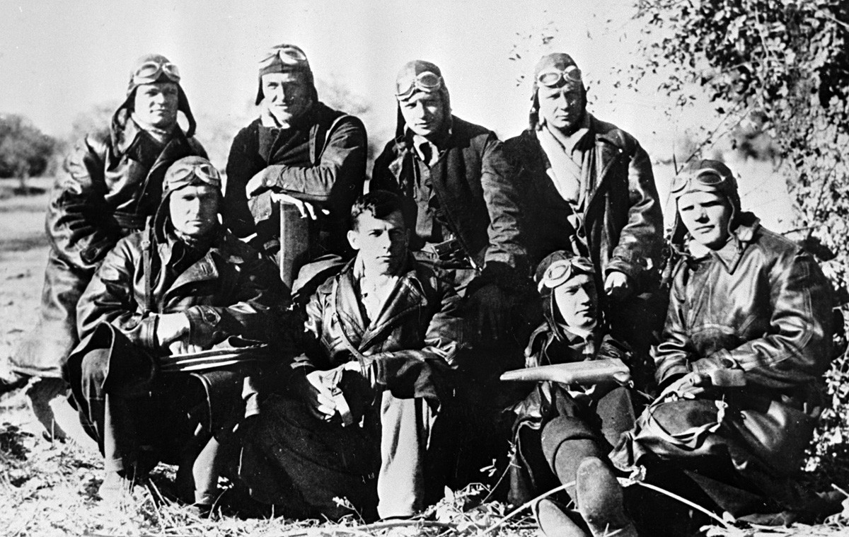 Pilotos soviéticos no aeródromo de Soto, próximo a Madrid.