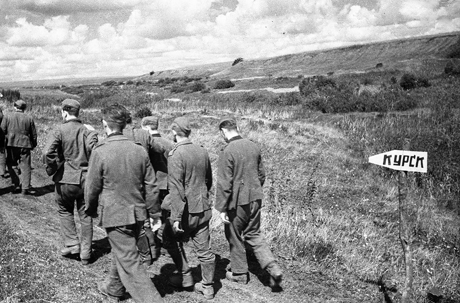 Нацистки пленници от битката при Курск